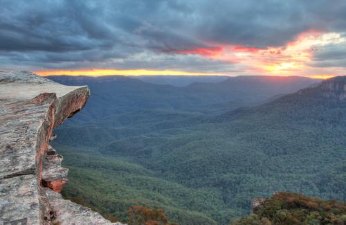 Cliff top views at Flat Rock, Wentworth Falls, Blue Mountains Australia